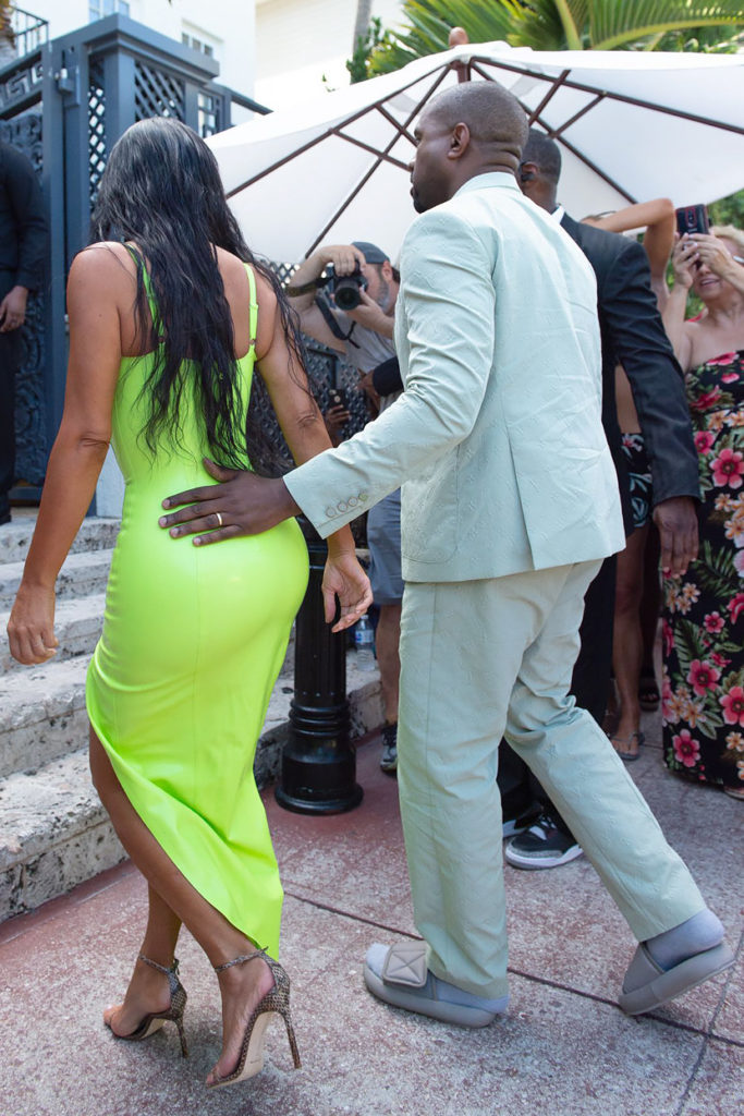 Kim-Kardashian-and-Kanye-West-stop-for-Ice-Cream-and-show-plenty-of-PDA-in-South-Beach
